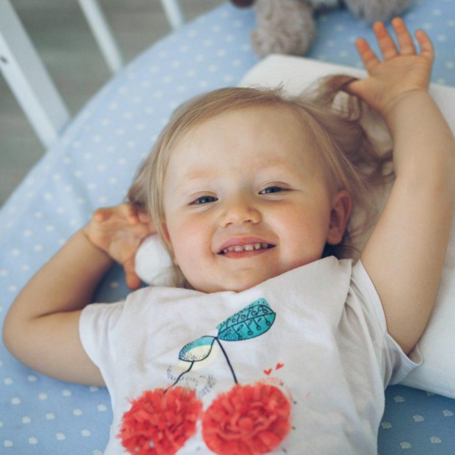 Детская анатомическая подушка - молочный цвет